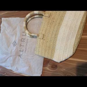 Altru straw bag from cause box summer 2019